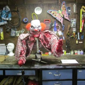 remodeling body of the clown prop