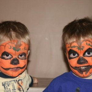 more quick facepainting...my little pumpkins