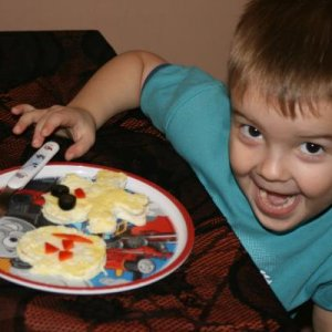 Duncans halloween morning breakfast....skeleton and pumpkin eggs with black olives and red peppers...he loved it haha