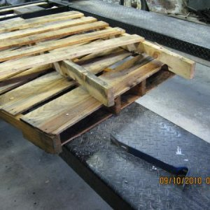 Dismantle the pallets