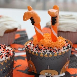 crashing witch cupcake2