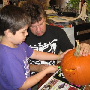 we were carving the pompkin at noon,halloween day,with no time to spare.