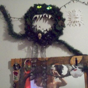 updated glowing eyes killer xmas wreath