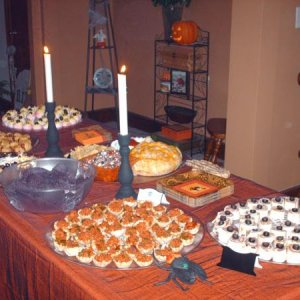 HPIM2291 Buffet table