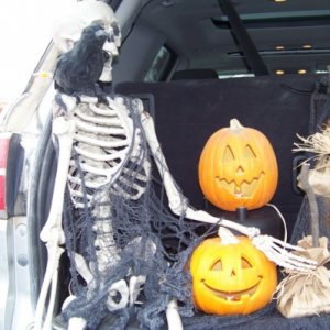 Detail of the driver's side of the trunk.  nothing complex going on here, a simple skeleton with a light up eyed crow.  A couple of pre-made pumpkins